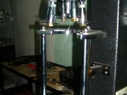 Аппарат для закручивания винтовых пробок