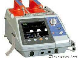 Дефибриллятор портативный двухфазный серии Cardiolife модель