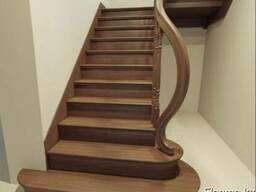 Изготовление лестниц из дерева в Алматы