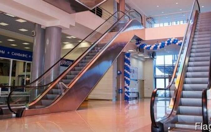Эскалаторов и лифтов в торговом центре