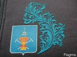 Печать на футболках, бейсболках и др. изделиях (шелкография)