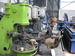 Пневма-ковочный молот для производства стальных шаров