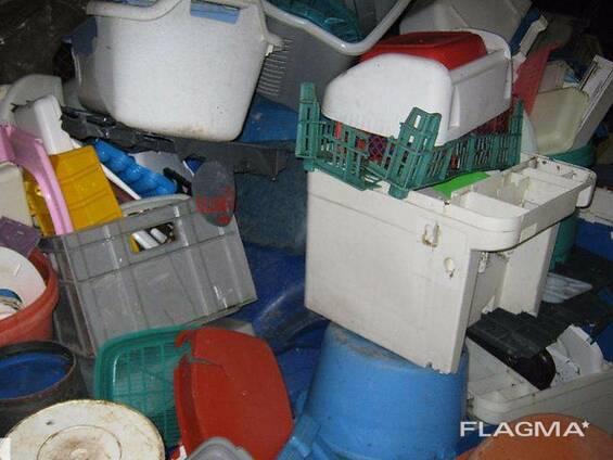 Принимает лом пластмассы, полиэтилен