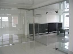 Стеклянные перегородки, двери и перила из стекла