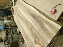 Столы, столешницы и изголовья кроватей из слэбов