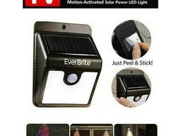 Светильник LED уличный на солнечных батареях с датчиком. ..