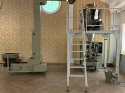 Вертикальное фасовочное упаковочное оборудование.